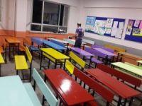 Fatsa'da öğretmenler sıraları renklendirdi