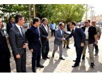 Vali Aksoy, şehit polisin ailesine taziye ziyaretinde bulundu