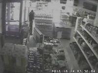 Bağcılar'da kar maskeli hırsızlar güvenlik kamerasında
