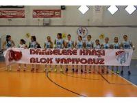 'Darbelere Karşı Blok Yapıyoruz' pankartı ile maça çıktılar