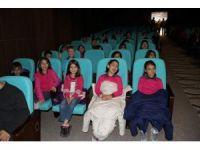 Yozgat'ta öğrenciler Hacivat ve Karagöz ile eğlendi