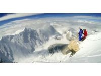 7 bin 700 metreden atlayarak rekor kırdı