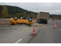 Kamyonla ticari taksi çarpıştı: 5 yaralı