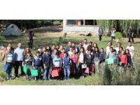 Pikamp üyelerinden köy okuluna yardım malzemesi