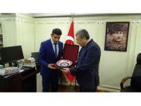 Öğrencilerden İstanbul Emniyet Müdürü Çalışkan'a anlamlı ziyaret