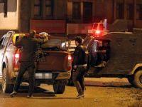 Hakkari'de zırhlı polis aracına terör saldırısı