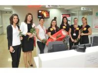 Hasta Hakları Günü'nü çiçek vererek kutladılar