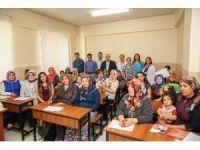 Refakatçi kursuna katılan hanımların sertifika mutluluğu