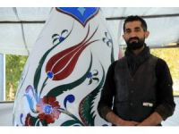 Örnek sanatçı Hakan Kulkoç, Kütahya'nın simgesi vazoyu gönüllü olarak yeniledi