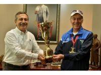 70 yaşındaki atlet, 7. kez birinci oldu