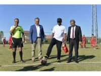 Eto'o avukatların futbol turnuvasının başlama vuruşunu yaptı