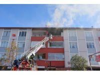 Açık unutulan elektrikli sobası evi yaktı