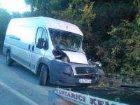 Bartın'da kamyon ile minibüs çarpıştı: 1 yaralı