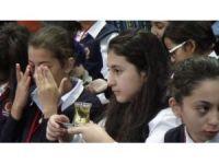 Filistinli öğrencilere zeytin çayı ikram edildi