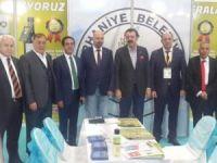 Hisarcıklıoğlu Burhaniye Belediyesi Standını ziyaret etti