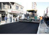 Atatürk Bulvarında sıcak asfaltlama çalışmaları başladı