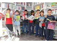 Konak'ta çocuklara anlamlı hediye