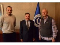 Hasan Tahsin Ayvalıoğlu'nun kitapları Uşak Üniversitesi'ne bağışlandı