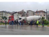 Bartın'da beton mikseri ile silobas çarpıştı