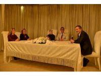 Başkan Ataç, 15'inci yıl evlilik sürprizine ortak oldu