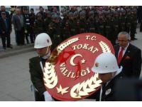 Asker ve polis birlikte Atatürk Anıtı'na çelenk koydu