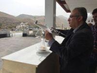 Emniyet Müdüründen koruculara drone ile tatlı ikramı