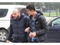 Polise esrar satmak isteyen genç tutuklandı
