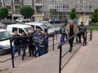 Edremit'te yan bakma cinayetinde 2 zanlı tutuklandı