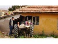 Başkent'te traktör eve çarptı: 1 ölü