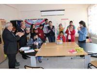 Müdür Cırıt'tan engelli öğrenciye yaş günü sürprizi