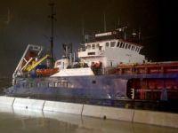 İstanbul Kartal sahilinde 2 gemi karaya oturdu