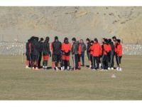Futbolcular hocalarının sözleriyle adeta buz kesti