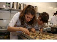 Anadolu Üniversitesi öğrencileri mutfakta hünerlerini sergiledi