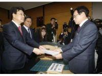 Adı yolsuzluğa karışan Güney Kore Devlet Başkanı'na görevden uzaklaştırma