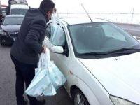 Belediye mahsur kalanlara kumanya dağıttı