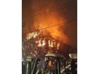 Bartın'da ahşap ev alev alev yandı