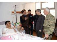 Vali Çınar'dan yaralı askerlere ziyaret