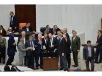 Anayasa değişiklik teklifinin 17. maddesi 342 oyla kabul edildi
