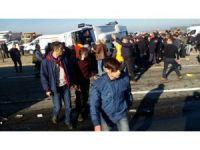 Rize'de çay yüklü TIR yolcu midibüsüne arkadan çarptı: 1 ölü, 7 yaralı