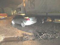 Bozüyük'te otomobil park halindeki TIR'a çarptı, 2 yaralı