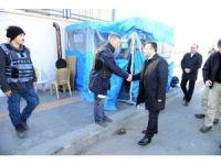 Vali Aksoy'dan uygulama noktasındaki polislere moral