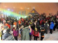 Kar altında böyle eğlendiler