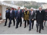 Kamu Başdenetçisi Malkoç Gaziantep'teki çadır kenti ziyaret etti