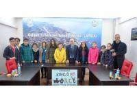 Şampiyon öğrencilerden Lapseki belediyesine ziyaret