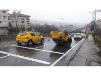 Beşiktaş'ta başka bir aracın çarptığı ticari taksi takla attı