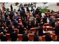 CHP'den anayasa değişiklik teklifi protestosu