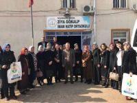 AK Partili kadınlardan öğrencilere yardım