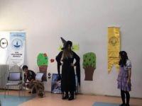 Diyarbakır'daki yurtlarda kalan çocuklara tiyatro gösterisi