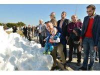 Konyaaltı Sahili'nde 'kar' sevinci
