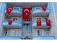 Şehidin evi Türk Bayrakları ile donatıldı